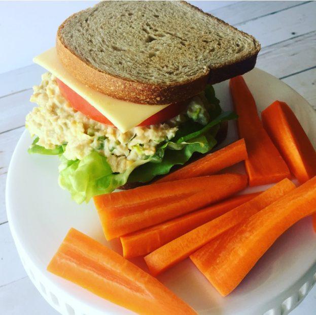 Vegan Tuna Salad/Ensalada de Atún Vegano